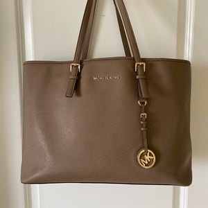 Michael Kors Jet Set Travel Top Zip Leather Tote